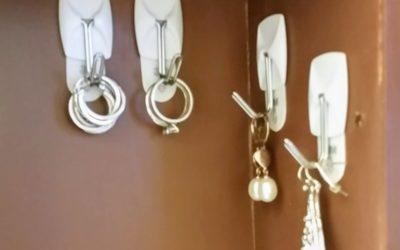 7 DIY Bathroom Organization Ideas in 5 minutes or less